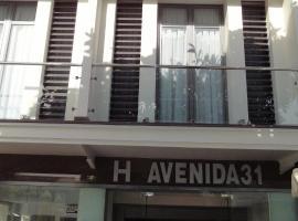 Hotel Avenida 31, отель в городе Марбелья