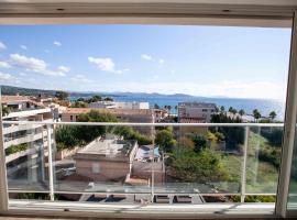 Très beau T2 climatisé refait à neuf, vue mer panoramique exceptionnelle à 120m à pied de la plage, apartment in La Ciotat