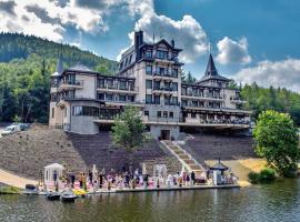 Retro Riverside Wellness Resort, hotel in Karlovy Vary