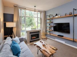 Bright Suite at Ski In/Out Glacier Lodge!, hotel in Whistler