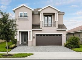 Luxurious Modern Villa near Disney with Theater, Pool and Spa in Encore Resort at Reunion, holiday home in Orlando