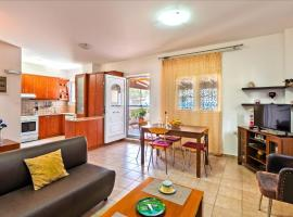 Mediterranean Apartment by the Sea, budget hotel in Ierápetra