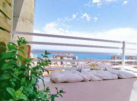 Centric flat level 17 with panoramic terrace overlooking the sea, lägenhet i Torremolinos