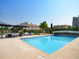 B&B Le Mas Julien piscine chauffée adult only, budget hotel in Orange