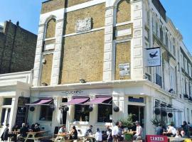 The Cuckoo Bar & Rooms, hotel near Emirates Stadium, London