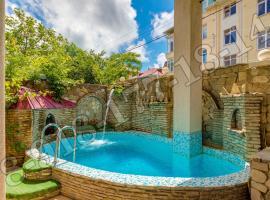 гостевой дом Замок, hotel with pools in Gelendzhik
