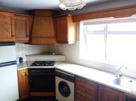 2 Bedroom Farm House - Inch Island, holiday home in Strahack