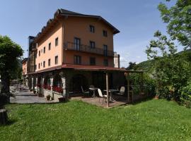 Albergo Bucaneve, hotel in Pievepelago