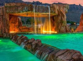 Balanced Rock Retreat at Sage Creek with Heated Pool, budget hotel in Moab