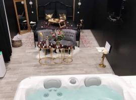 Love room Bordeaux, hôtel à Bordeaux près de: Hangar 14 Centre des congrès et parc des expositions