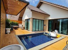 Exotic Pool Villa Pattaya, hotel in Ban Bung