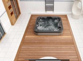 Private Spa, Steam room, Sauna, Large hot tub and Gym in this Stunning 3 Bedroom Apartment, hotel in Cardiff