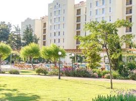Апартаменты с видом на море «Сады морей», hotel with jacuzzis in Gelendzhik