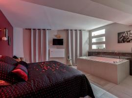 O Lit Divin Instant de volupté BALNEO SAUNA, hotel with jacuzzis in Carcassonne