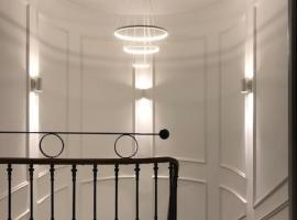 Appartement dans une maison de maître , proche du centre de BEZIERS, apartment in Béziers