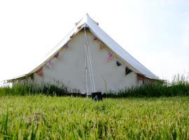 Freespirit Glamping, luxury tent in York