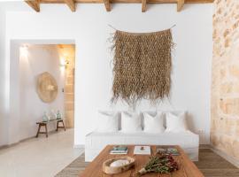 S'Enclova Petit Hotel, hotel in Ciutadella