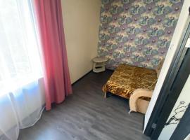 Большой двухкомнатный дом для отдыха, holiday home in Gelendzhik
