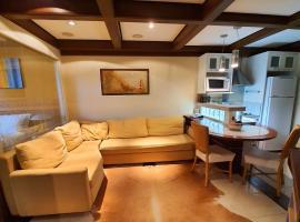 Aconchegante apartamento no Mountain Village Canela, hotel with jacuzzis in Canela