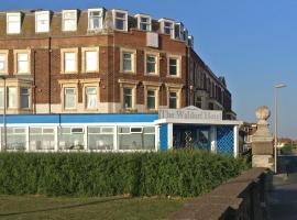 The Waldorf - Near Pleasure Beach & Sandcastle, hotel near Blackpool International Airport - BLK, Blackpool