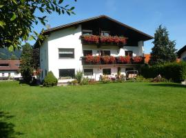 Ferienwohnungen Kathrein, Hotel in der Nähe von: Burgenwelt Ehrenberg, Reutte