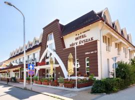 Hotel Négy Évszak Superior, hotel in Hajdúszoboszló