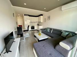 Modern Apartments with garage, hotel in Makarska