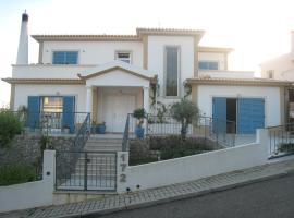 CASA JACARANDA: LUXURY 4 BED VILLA WITH POOL NEAR BEACH, local para se hospedar em Castro Marim