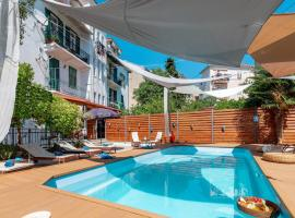 Evala luxury rooms with pool and garden, room in Split