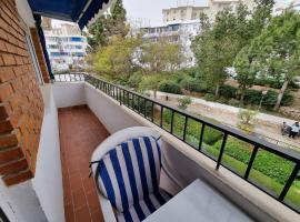 Piso precioso con vistas al mar, hotel in Benalmádena