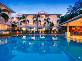 Cayman Villas Port Douglas, hotel near Crystalbrook Superyacht Marina, Port Douglas