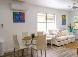 Tropical Hideway-close-to-everyhing!, apartment in Fort Lauderdale