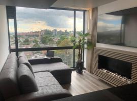 Luxury Smart ApartaSuite with fireplace, hotel in Bogotá