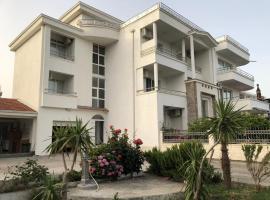 Aron Apartments, hotel in Ulcinj