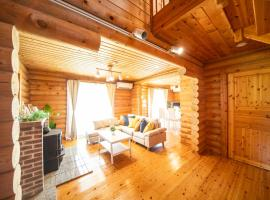 Awaji Large Log house in Goshiki, hotel in Sumoto