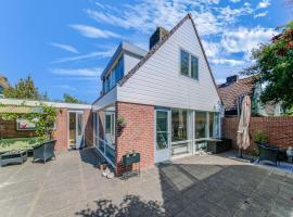 Welcoming Holiday Home in Noordwijkerhout near Lakebeach, villa in Noordwijkerhout