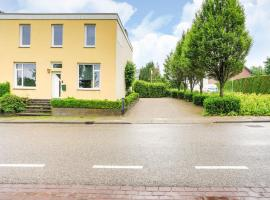 Charming Holiday Home in Vijlen with Garden, hotel with parking in Vijlen