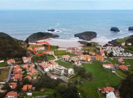 Piso de 2 habitaciones y 2 terrazas vistas al mar, room in Barro de Llanes