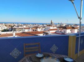 Ático con vistas y amplia terraza en el centro, lägenhet i Estepona