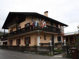 Hotel Garni Otto Huber, pet-friendly hotel in Oberammergau