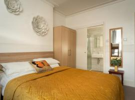 Torland Seafront Hotel - all rooms en-suite, free parking, wifi, hotel in Paignton