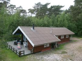 Three-Bedroom Holiday home in Nexø 10, villa à Vester Sømarken