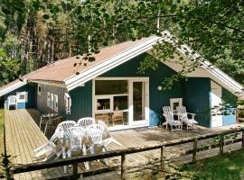 Three-Bedroom Holiday home in Nexø 9 – willa w mieście Vester Sømarken
