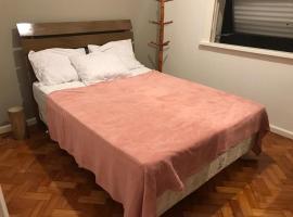 Apartamento Temporada Zona Sul ótima localização, hotel in Rio de Janeiro