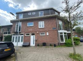 Cozy Family Home near Beach and Amsterdam- in Haarlem, holiday home in Haarlem