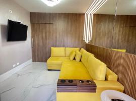 Flat da Babi, MODERNO, LUXUOSO, EQUIPADO e 300mb wifi, hotel with pools in Campos do Jordão