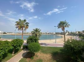 M beach, Ferienunterkunft in Durrat Al-Arus