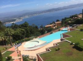 Appartement climatisé avec vue panoramique, hotel in Théoule-sur-Mer