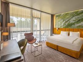 Hotel Azur Premium, hotel in Siófok