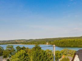 miraMIRA Pokoje z widokiem na jezioro, guest house in Chmielno